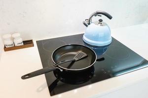 casserole et bouilloire à thé