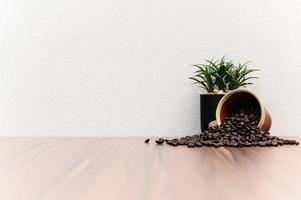 grains de café sur le bureau
