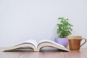 livre sur le bureau
