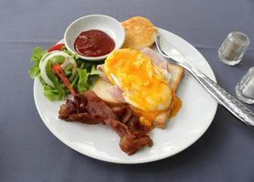 petit-déjeuner anglais sur une assiette
