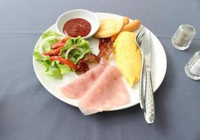 assiette de petit déjeuner