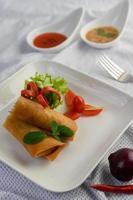 rouleaux d'oeufs de printemps frits photo