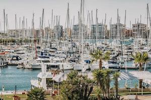 Espagne, 2020 - bateaux blancs en mer pendant la journée photo