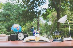 bureau avec fond de nature photo