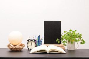 livres sur le bureau