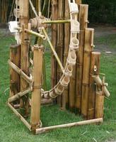 roue en bambou turbine utiliser de l'eau photo
