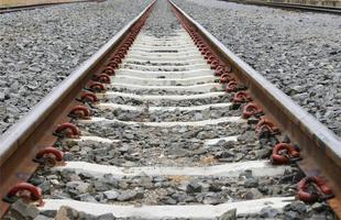 long chemin de fer pour le train photo