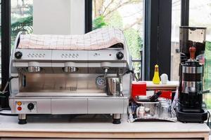 une cafetière expresso professionnelle, idéale pour les cafés et les bars