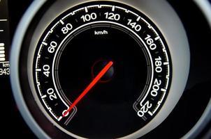 compteur de vitesse sur une voiture