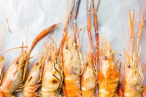 crevettes de rivière ou crevettes de rivière grillées fruits de mer grillés
