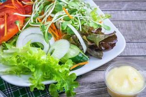 salade fraîche sur assiette