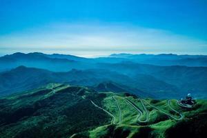 Taipei, Taiwan, le 14 août 2017 - route vers la station de radar météo wufenshan photo