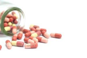 pilules sortant du pot photo