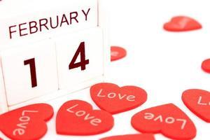 Calendrier du 14 février avec coeurs