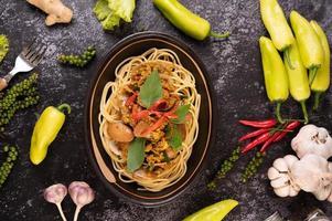 spaghetti aux palourdes aux piments, ail frais et poivre
