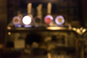 Comptoir de bar retaurant flou
