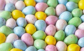 bonbons aux oeufs colorés