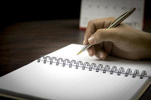 écrire dans un cahier vierge
