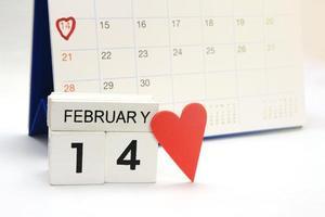calendrier en bois montrant le 14 février photo