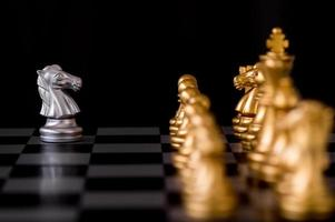 pièces d'échecs sur une planche