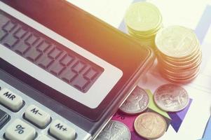 pièces thaïlandaises avec calculatrice