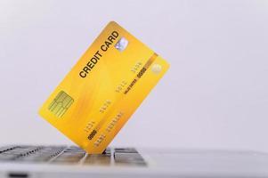 carte de crédit jaune photo