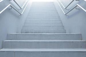 escaliers blancs menant photo