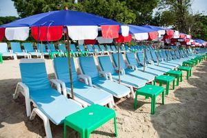 parasols à la plage