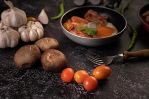 tomates et champignons shiitake