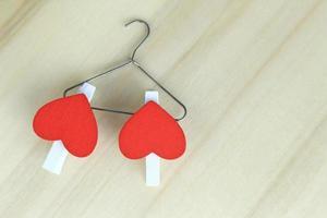 coeurs rouges sur cintre