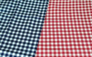 tissu rouge et bleu