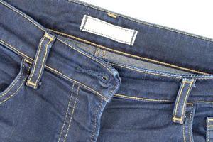 jean bleu sur table