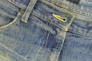 jean bleu peu usé