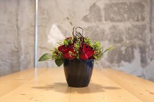 pot de fleur sur la table, gros plan photo