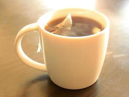 tasse de thé blanc photo