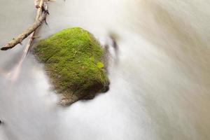 longue exposition tir d'un ruisseau en thaïlande