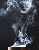 vapeur sur fond noir