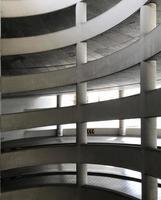 garage de stationnement à plusieurs niveaux