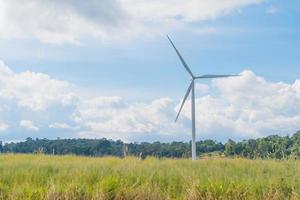 éolienne sur la prairie photo