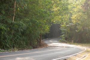 route sinueuse en thaïlande
