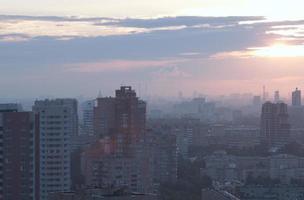 lever du soleil sur une ville photo