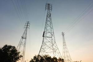 poteaux électriques haute tension photo