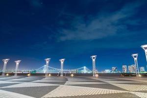 pont arc-en-ciel dans la ville de tokyo