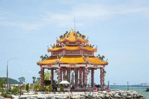 pavillon au bord de la mer photo