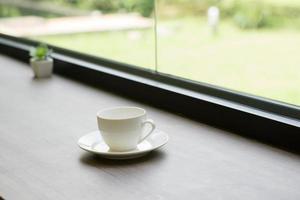 gros plan, de, tasse café, sur, a, table bois, près, a, fenêtre, matin