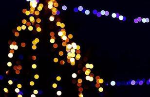 cercles de lumière jaunes, blancs et bleus flous