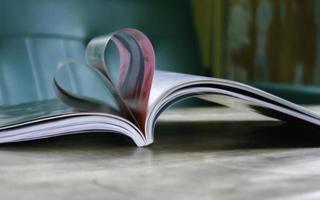 coeur de pages de livre photo