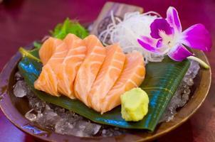 sashimi de saumon frais photo