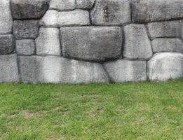 pierres et herbe photo