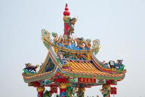 toit de statue de dragon en thaïlande photo